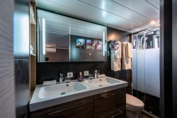 Grand Victoria en-suite bathroom French barge vacations