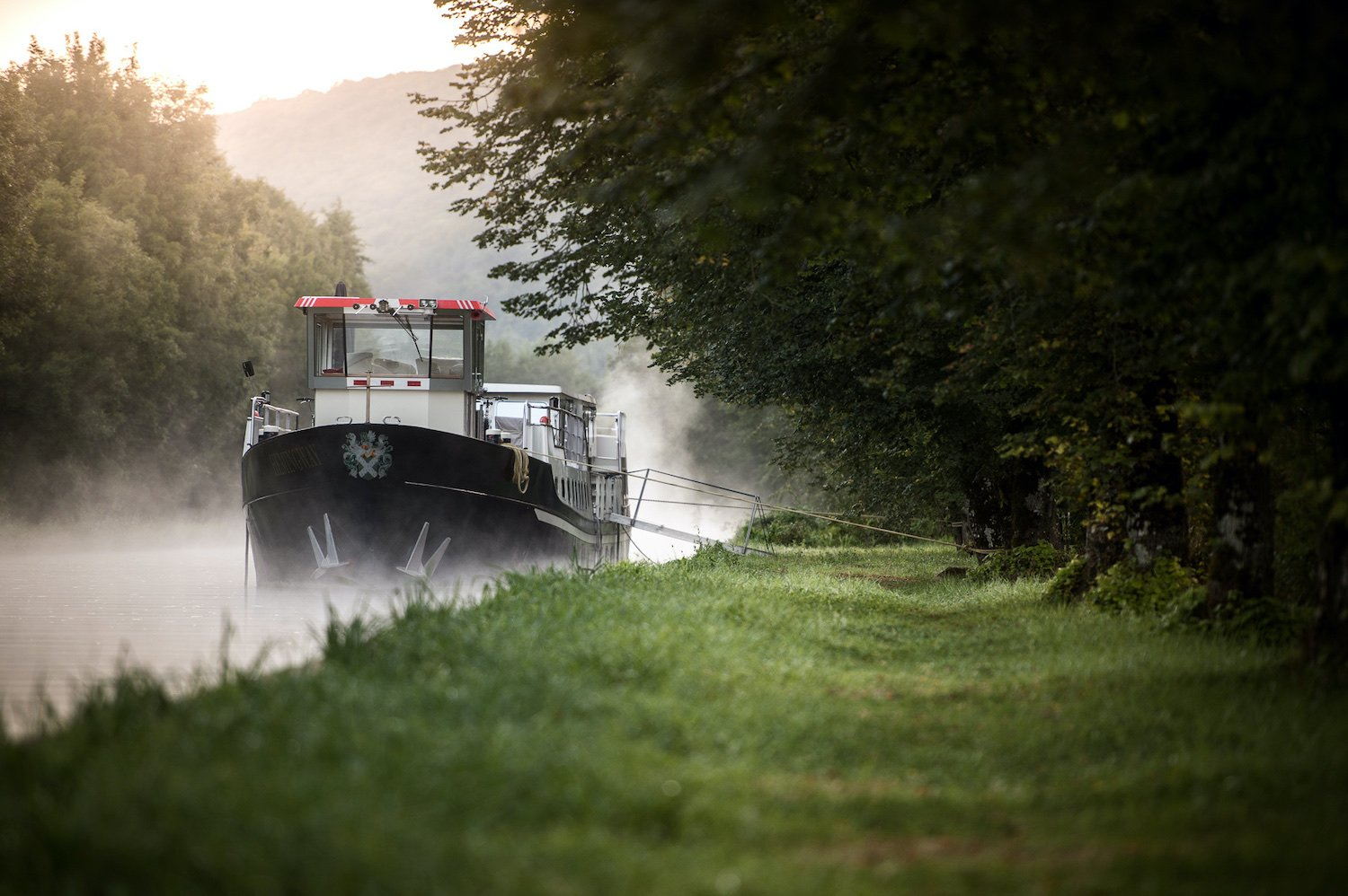 hotel barge Grand Victoria cruising the Burgundy canal