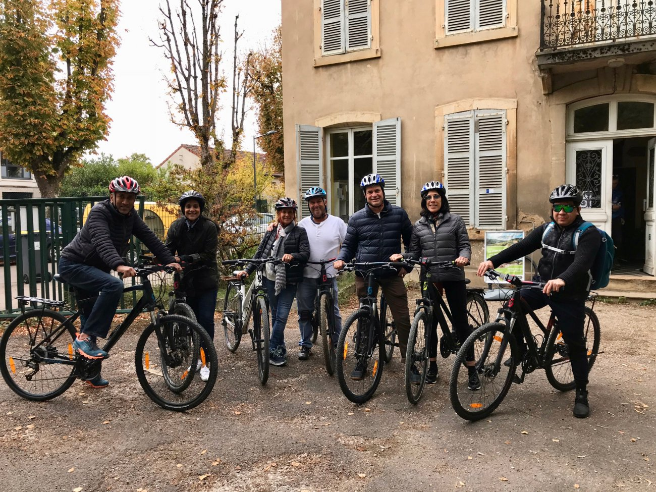 Bike Tour in the Burgundy vineyards - French Barge Vacations